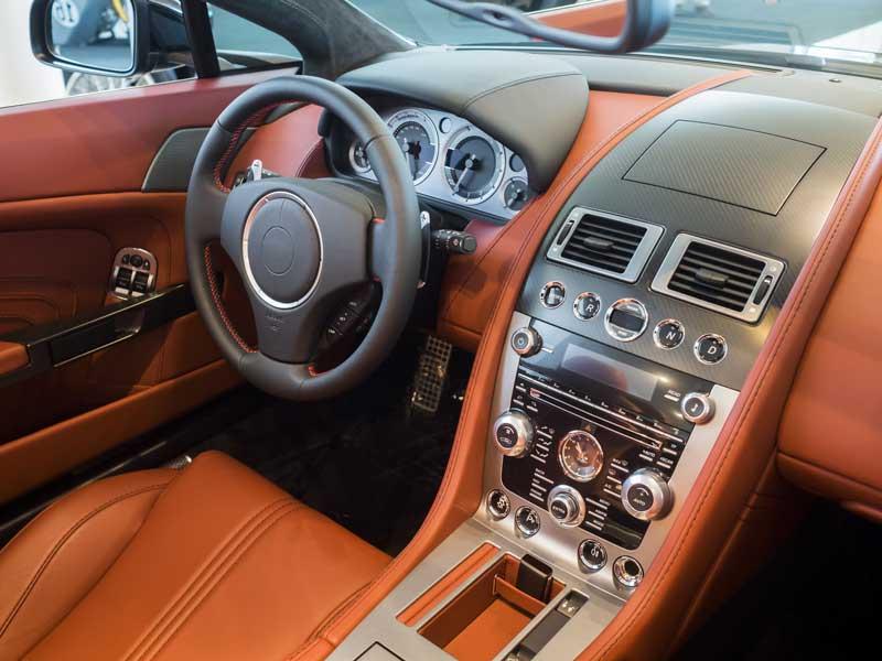 vakuumpresse atmos global automotive tuerverkleidungen armaturenbrett leder schwarz braun 800x600